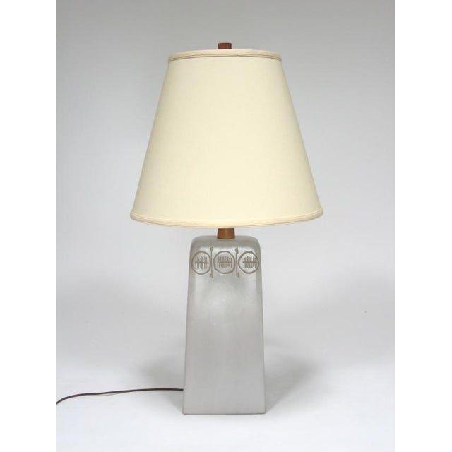 1960s Table Lamp with sgraffito decoration by Gordon and Jane Martz For Sale - Image 5 of 10