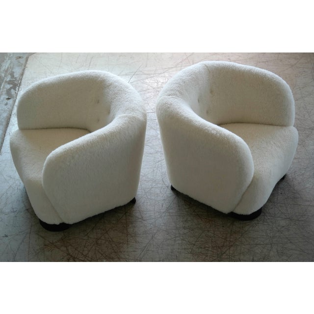 Danish 1940s Pair of Viggo Boesen Style Lounge or Club Chairs in Lambswool For Sale In New York - Image 6 of 9