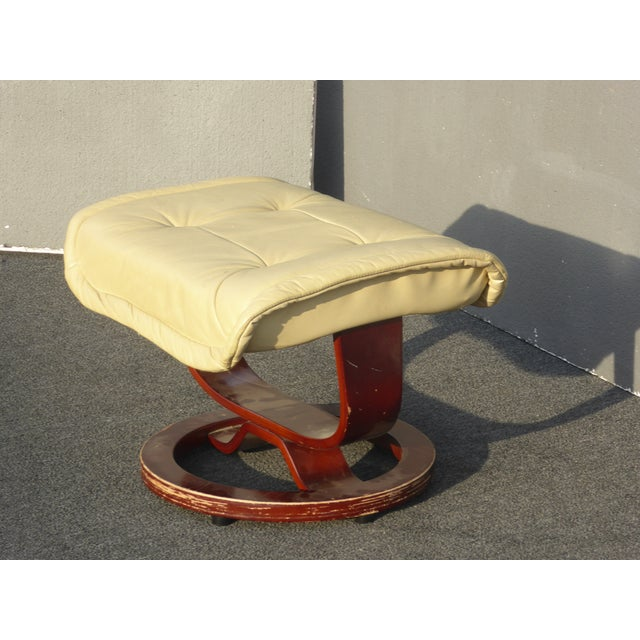 Mid-Century Modern Vintage Mid Century Modern Yellow Cream Leather Ottoman For Sale - Image 3 of 10