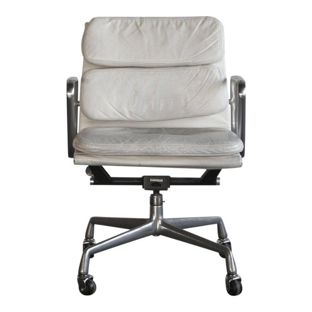 Eames Soft Pad Executive Chair - Image 1 of 6