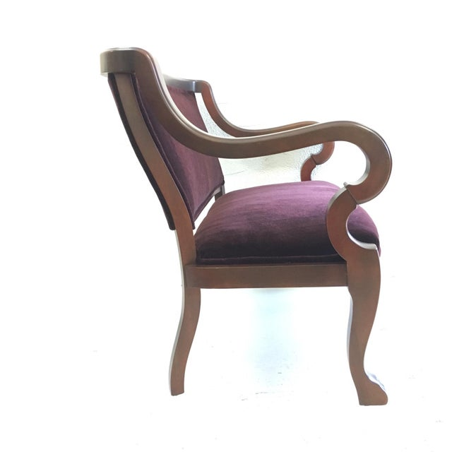Empire bench from early 1900s in cherry wood with beautifully curved arms, gently curved back and back legs - front legs...