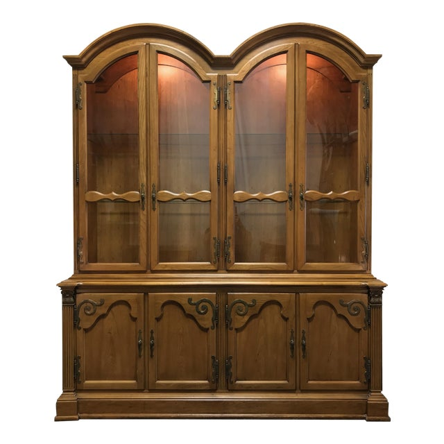 English Country Style China Display Cabinet by Hickory Manufacturing Wexford Court For Sale