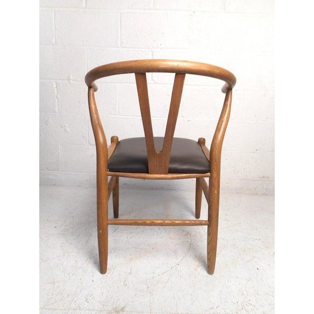 Hans Wegner Vintage Modern Wegner Style Wishbone Chair For Sale - Image 4 of 13