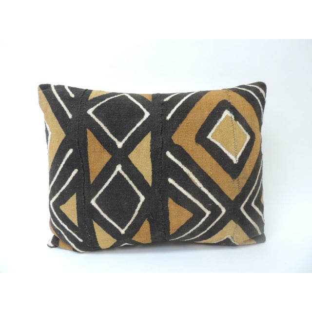 1970s Vintage Graphic African Artisanal Textile Mud Cloth Decorative Bolster Pillow For Sale - Image 5 of 5