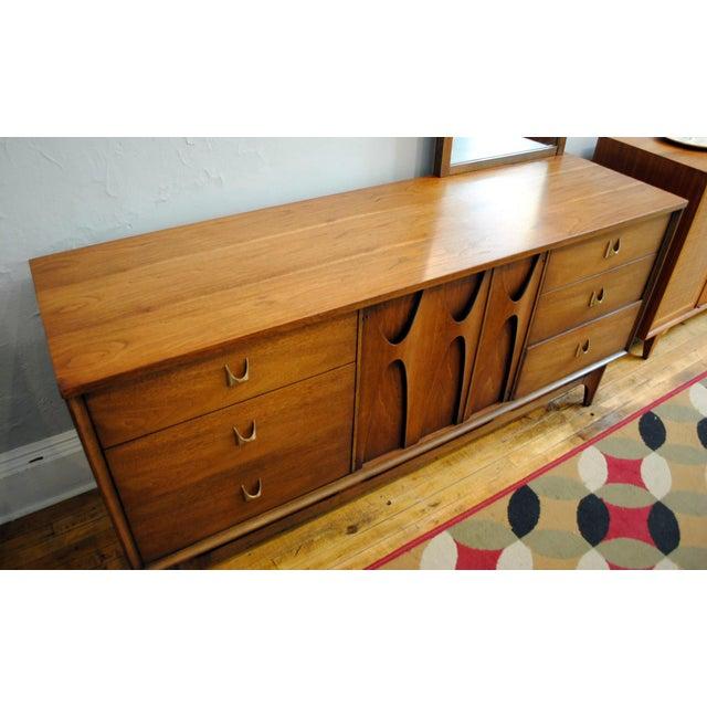 Mid-Century Modern Broyhill Brasilia Mid Century Modern 9 Drawer Dresser For Sale - Image 3 of 9