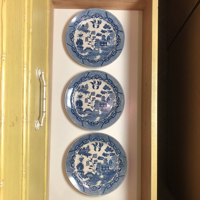 Ceramic Blue and White Chinoiserie Willow Plates- Japan - Set of 3 For Sale - Image 7 of 7