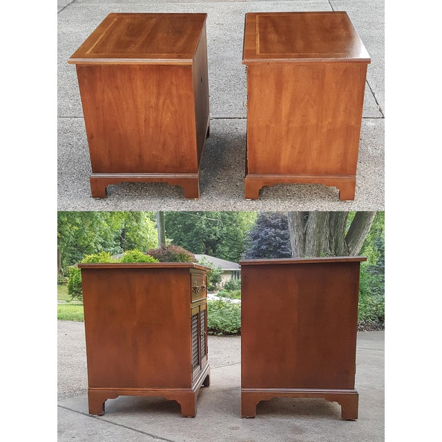 Chippendale Vintage Henredon Chippendale Style Banded Walnut Nightstands-A Pair For Sale - Image 3 of 13