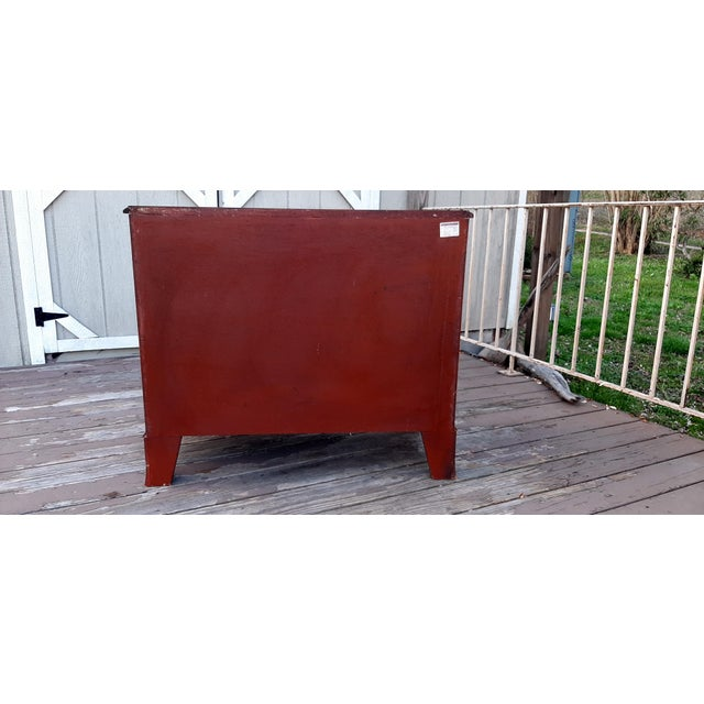 1980s 1980s English Georgian Style Banded Flame Mahogany Chest of Drawers For Sale - Image 5 of 13
