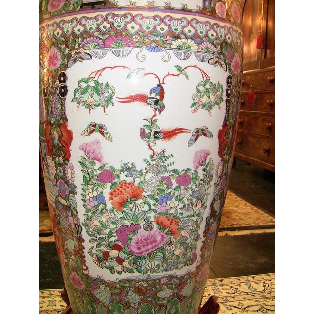 20c Chinese Cantonese Rose Medallion Famille Rose Gilted Floor Vase For Sale - Image 4 of 12