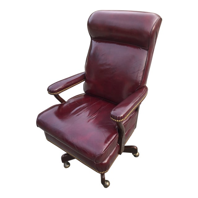 1990s Vintage Cabot Wrenn Executive Style Leather Swivel Chair For Sale