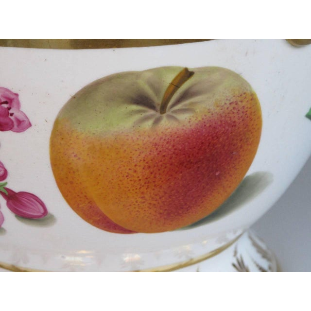 A Good Quality Paris Porcelain Polychromed Double-Handled Cache Pot/Jardiniere For Sale In San Francisco - Image 6 of 7