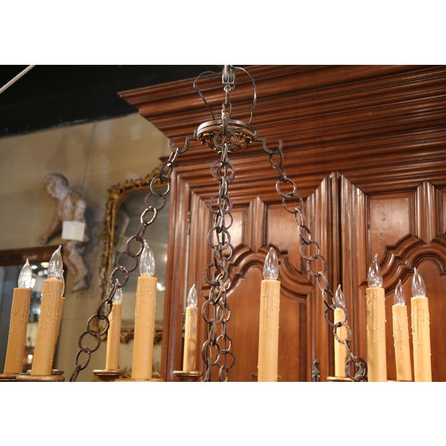 Brown Monumental 20th Century Italian Carved Giltwood Twelve-Light Oval Chandelier For Sale - Image 8 of 9