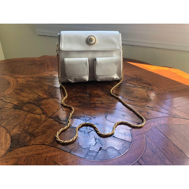 Contemporary 1980s Gianni Versace White Silk Medusa Purse With Gold Chain For Sale - Image 3 of 13