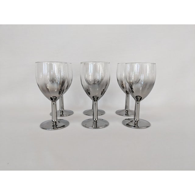 A wonderful vintage set of Queens Lusterware wine/cordial stemware. The glasses have the classic 60's Ombre finish,...