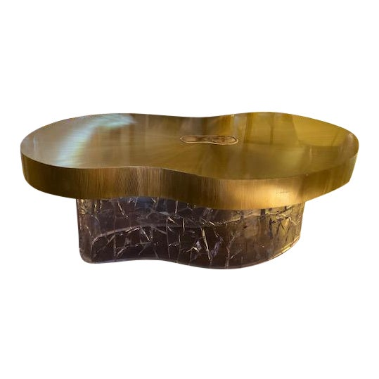 1960s Mid-Century Modern Acrylic and Brass Curved Coffee Table For Sale