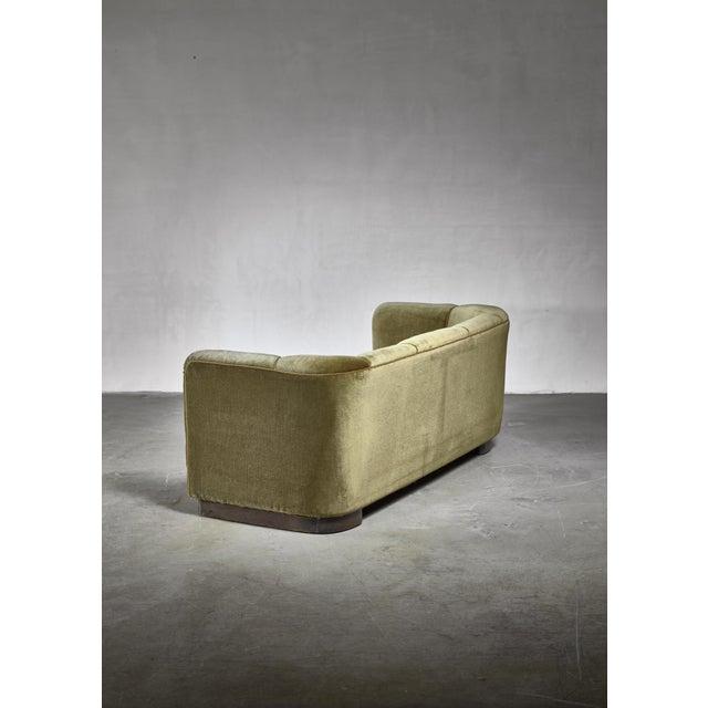 Mid-Century Modern Ole Wanscher Green Velour Sofa for Fritz Hansen, Denmark For Sale - Image 3 of 6