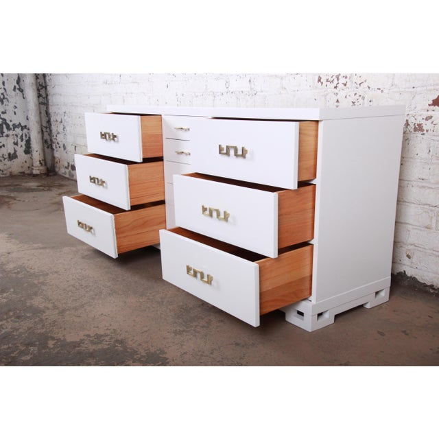 Metal Mid-Century Modern Hollywood Regency Chinoiserie White Lacquered Twelve-Drawer Dresser or Credenza, Newly Restored For Sale - Image 7 of 13