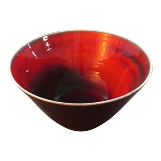 1960s Raymor Mid Century Modern Atomic Footed Red & Purple Pottery Bowl, Signed For Sale