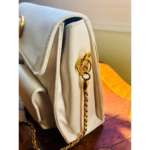 Gold 1980s Gianni Versace White Silk Medusa Purse With Gold Chain For Sale - Image 7 of 13