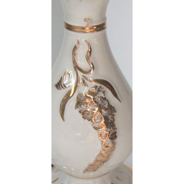 Hollywood Regency Cream & Gold Ceramic Table Lamp - Image 6 of 6