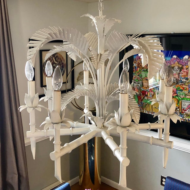 Beautiful 1970s chinoiserie style tole chandelier with palm fronds and faux bamboo details. A few sockets are loose but...