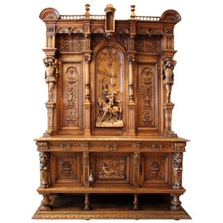 Late 19th Century Antique Italian Hand-Carved Renaissance Revival Court Cabinet For Sale