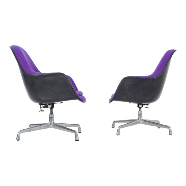 pair of Herman Miller Lounge Chairs For Sale