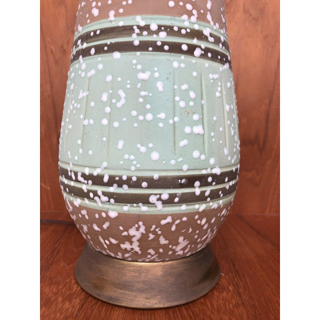 Vintage 1960s Mid Century Modern Ceramic Table Lamp. For Sale In Miami - Image 6 of 7