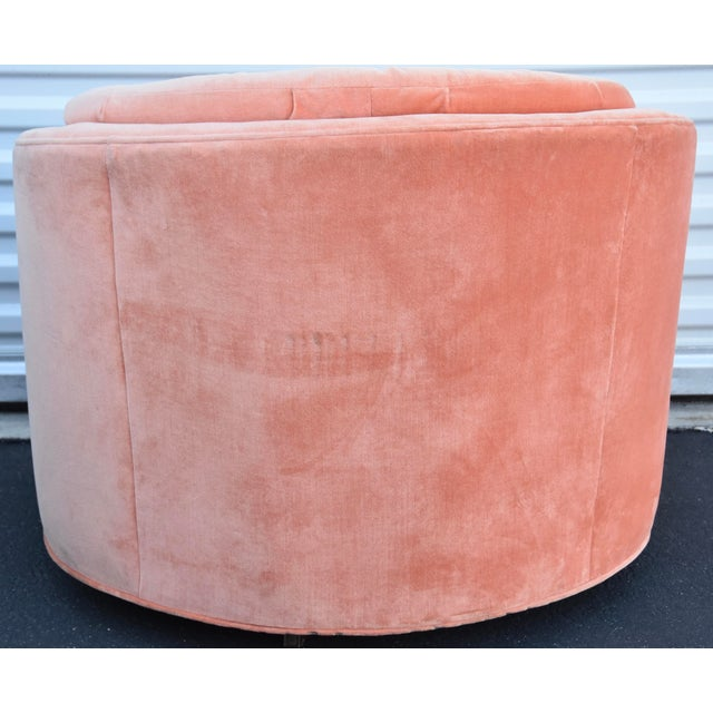 1960s Mid-Century Hollywood Milo Baughman Style Tuft Swivel Club Barrel Chair For Sale - Image 5 of 8