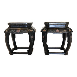 20th Century Chinese Black Floral Motif Chinoiserie Lacquered Side Tables or Stools – a Pair For Sale