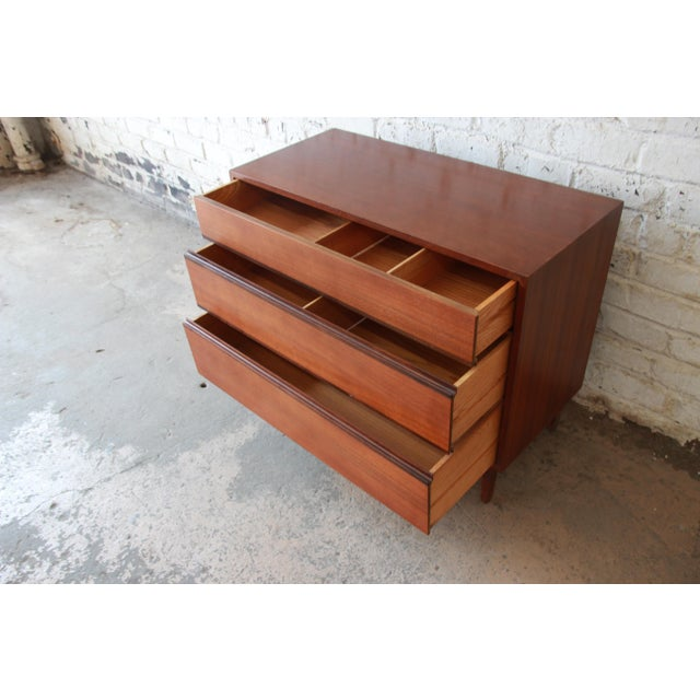 Kipp Stewart for Calvin Furniture Mid-Century Modern Walnut Bachelor Chest, 1950s For Sale In South Bend - Image 6 of 12