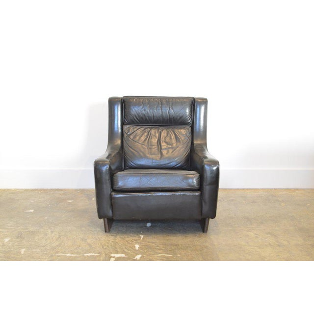 Vintage Black Leather Comfortable XL Lounge Chair For Sale - Image 4 of 6