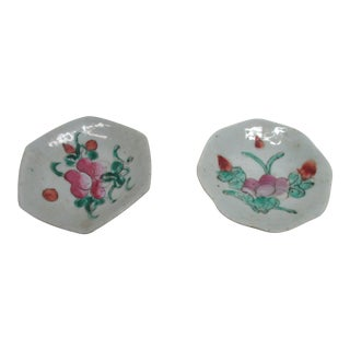 Pair of Chinese Export Trinket Petite Dishes For Sale