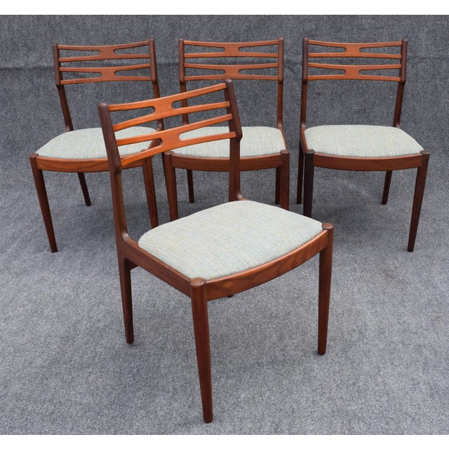 This set, consisting of four afromasia teak chairs model 101, was designed in the 1950s by Johannes Andersen for Vamo. The...