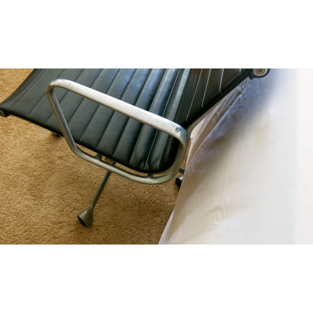 Mid 20th Century Eames-Herman Miller Aluminum Leather Group Management Chair For Sale - Image 5 of 13