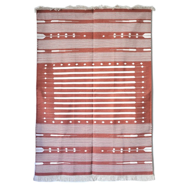 """Cotton Contemporary Handwoven """"Alwar Rusty Rose"""" Area Rug - 4′ × 6′ For Sale - Image 7 of 7"""