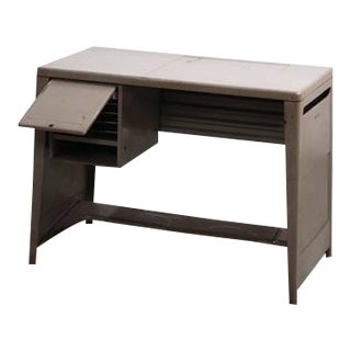 Ladies Desk by Olivetti Synthesis in Metal For Sale