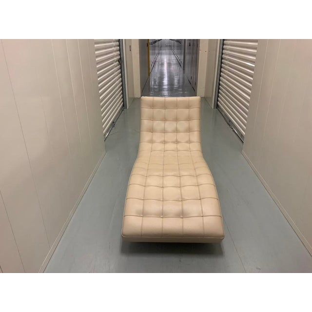 Roche Bobois Dolce Tufted Ivory Leather Chaise Lounge For Sale In New York - Image 6 of 11