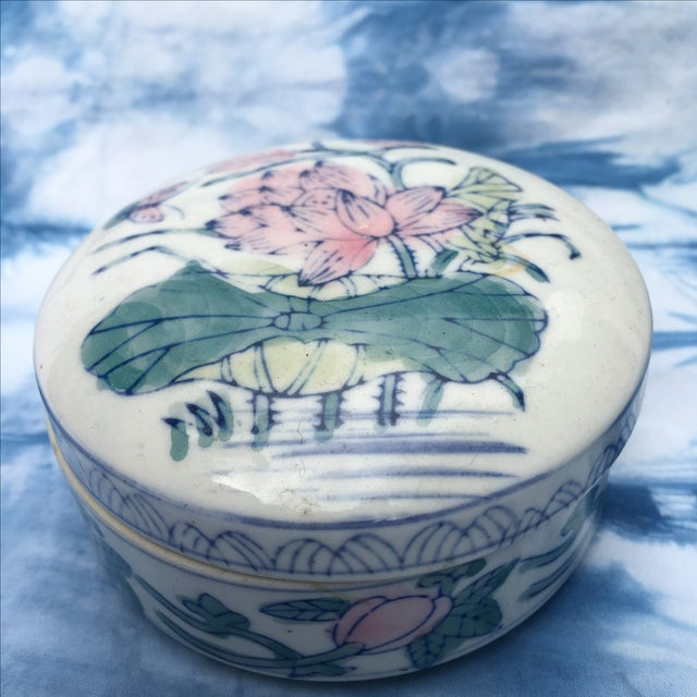 Vintage Chinoiserie Round Porcelain Box - Image 3 of 5