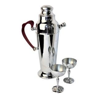 1940's Art Deco Chrome Cocktail Shaker W/ Bakelite Handle & Chrome Martini Glasses For Sale