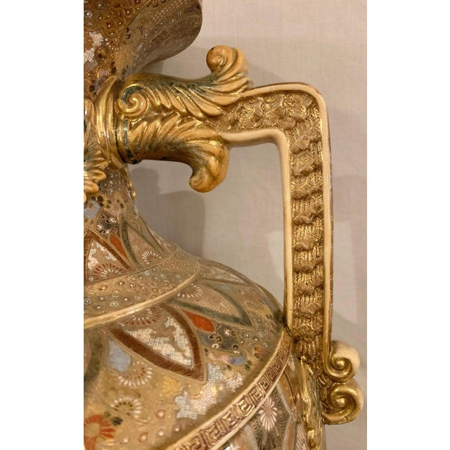 Satsuma Thousand Face Vase or Urn Palace Sized Twin Handled For Sale In New York - Image 6 of 13