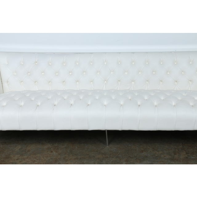 Modern Style White Chesterfield Sofa - Image 3 of 10
