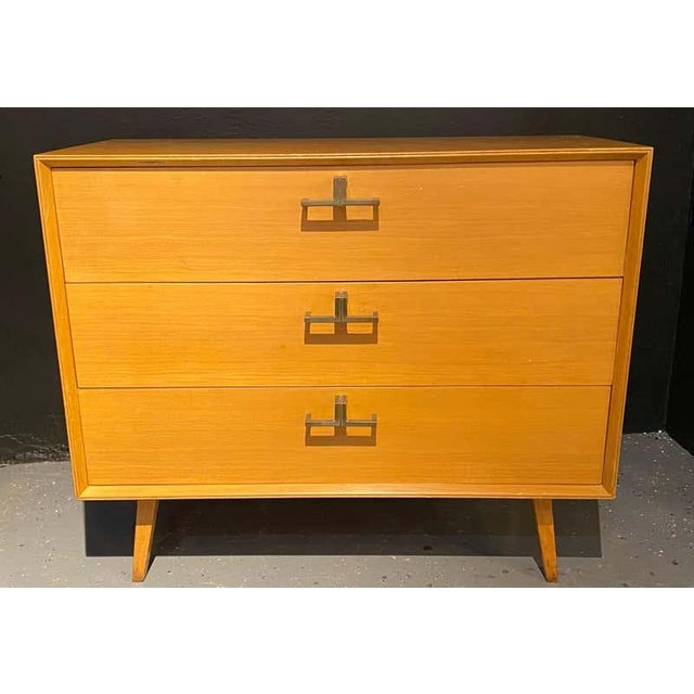 Mid-Century Modern Pair of Mid-Century Modern Bachelor Chest, Commodes or Dressers For Sale - Image 3 of 13