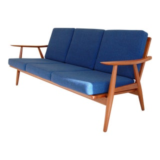 Hans Wegner by Getama Danish Modern Ge-270 Three-Seater Teak Sofa For Sale