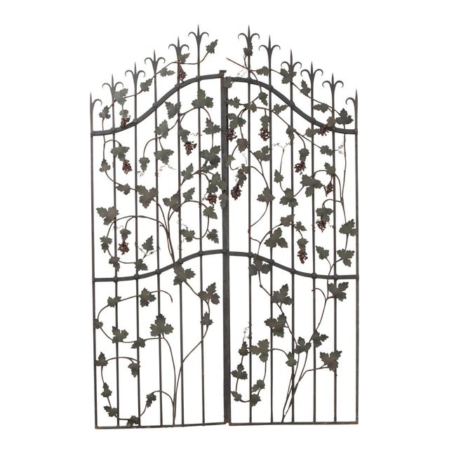 "Pair of French Early 20th Century Painted Wrought-Iron ""Grapevine"" Gates For Sale - Image 13 of 13"