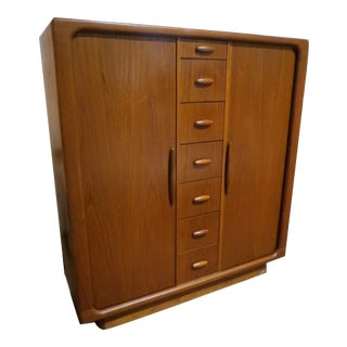 1960s Vintage Dyrlund Danish Mid Century Modern Rosewood Large Chest For Sale