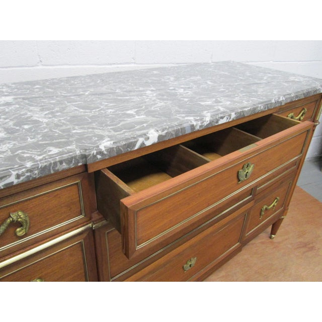 Gold Pair of French Louis XIV Style Marble Top Dressers Commodes For Sale - Image 8 of 9