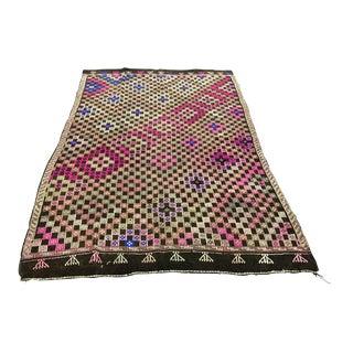 1960s Vintage Traditional Turkish Aztec Area Kilim Rug- 5′6″ × 8′9″ For Sale