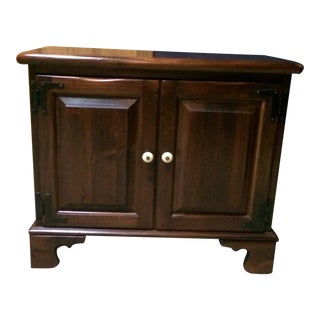 Ethan Allen Old Tavern Pine End Table For Sale