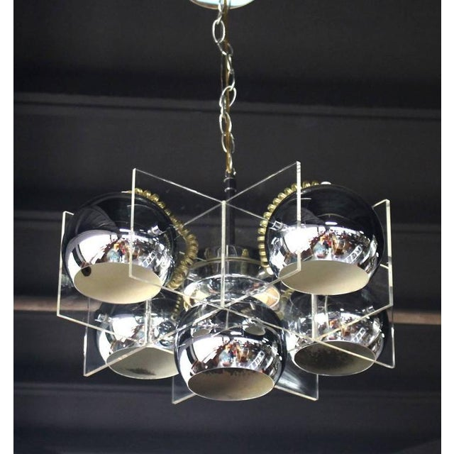 Very nice Mid-Century Modern Lucite and chrome globes light fixture.